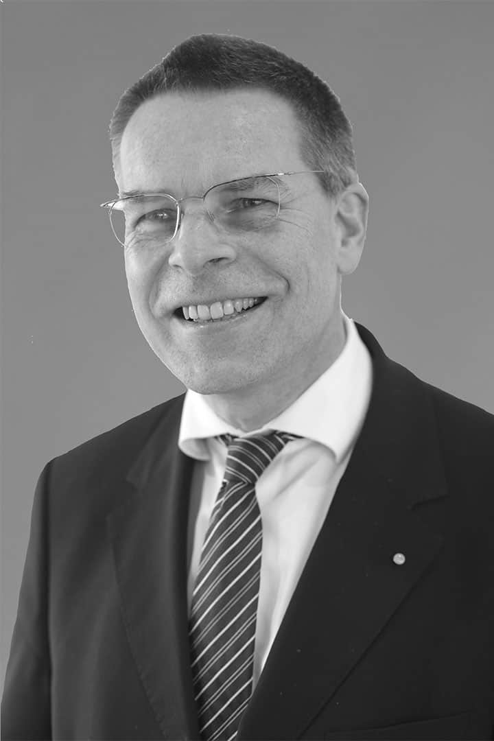 Hans-Dieter_Schat_sw_verkleinert_2018-04-26_v2-0_rip